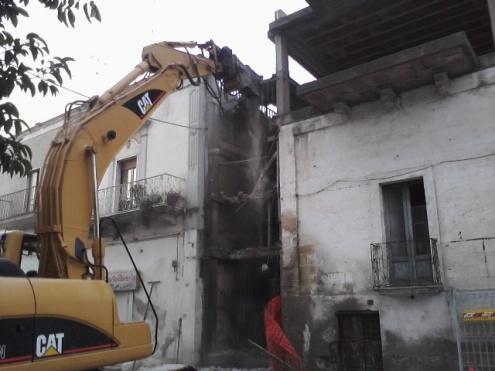 demolizione di un vecchio fabbricato